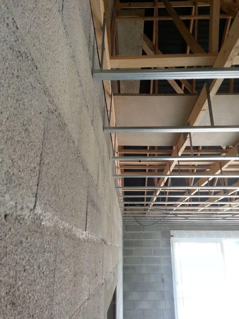 Pose des fourrures au plafond et de la membrane optair l 39 isolation et les cloisoins commencent - Membrane opt air ...