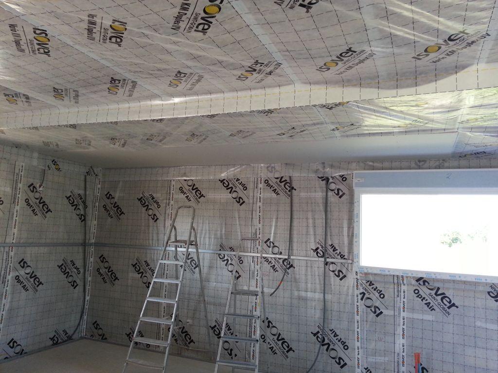 Pose des fourrures au plafond et de la membrane optair l 39 isolation et l - Pose d un ventilateur de plafond ...