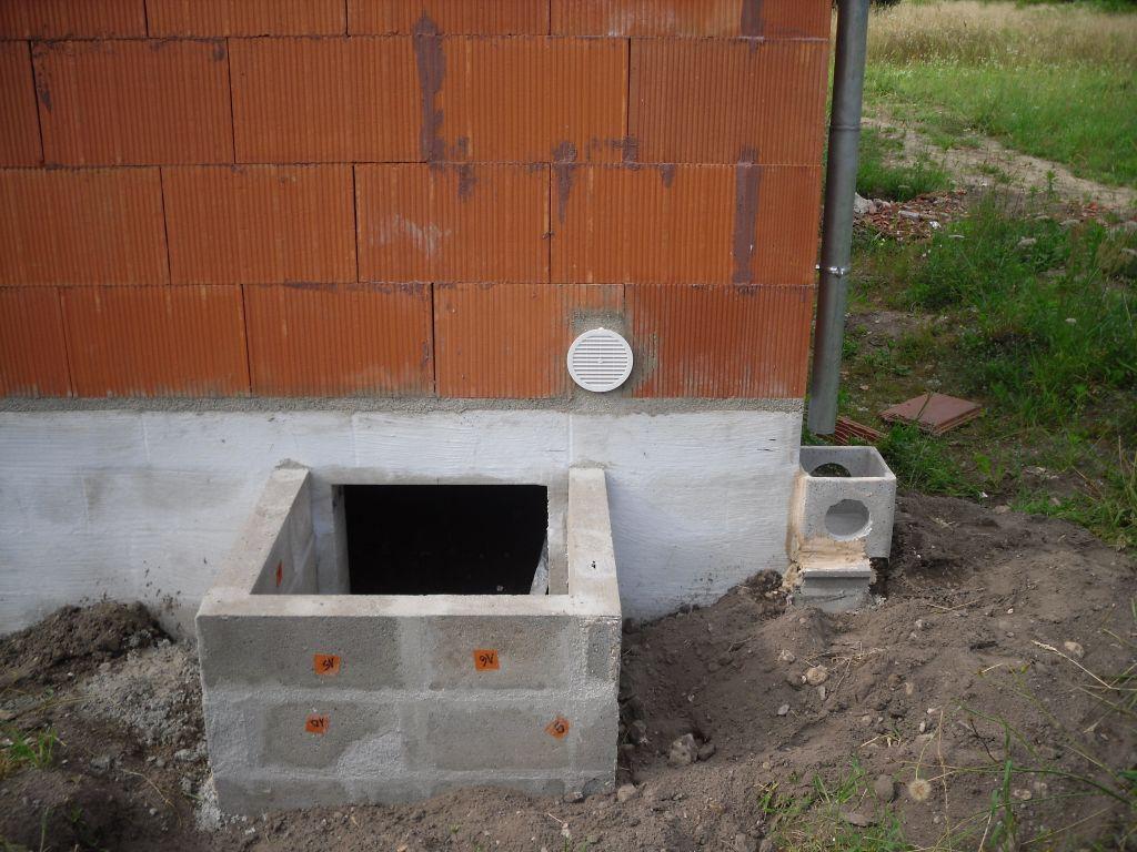 Création d'un regard pour le vide sanitaire.