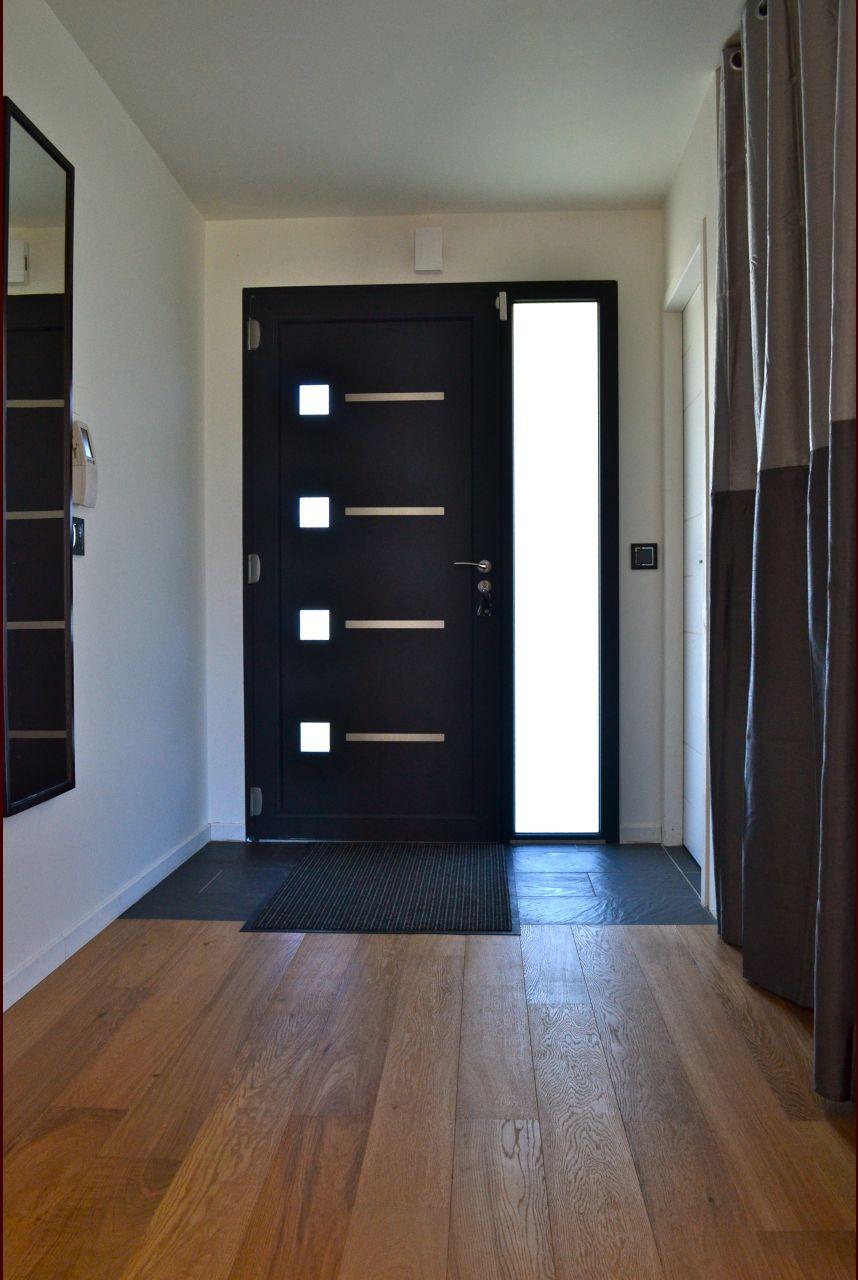 Rideau installé en attendant le choix des portes de placard