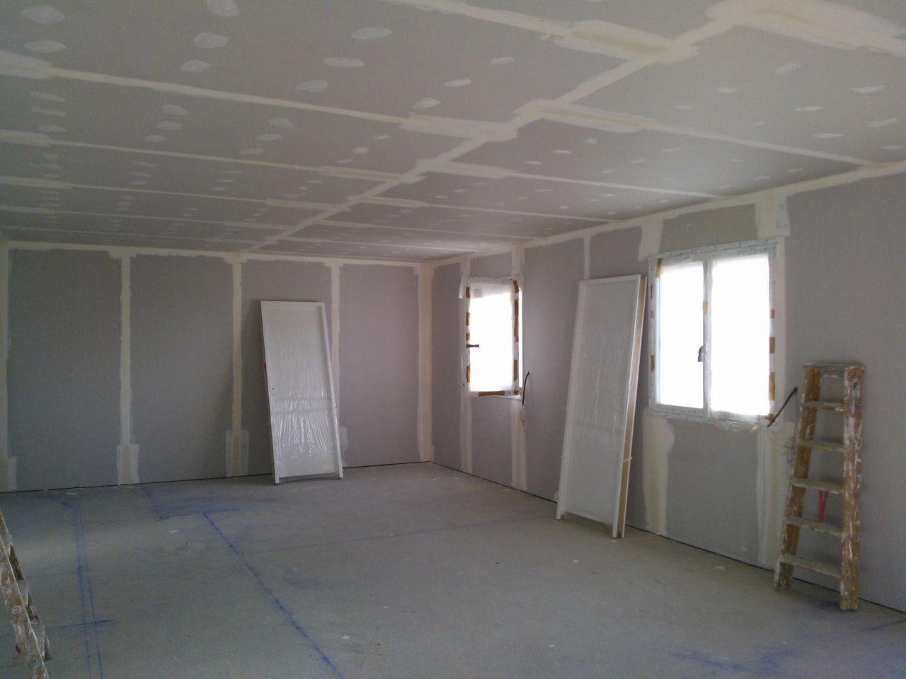 Charpente en cours pose des tuiles toit plat garage for Isolation des murs exterieurs