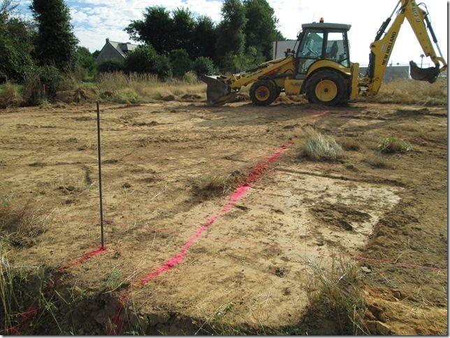 C'est parti ! Nettoyage du terrain avant pose de la dalle sur vide-sanitaire ... A suivre...