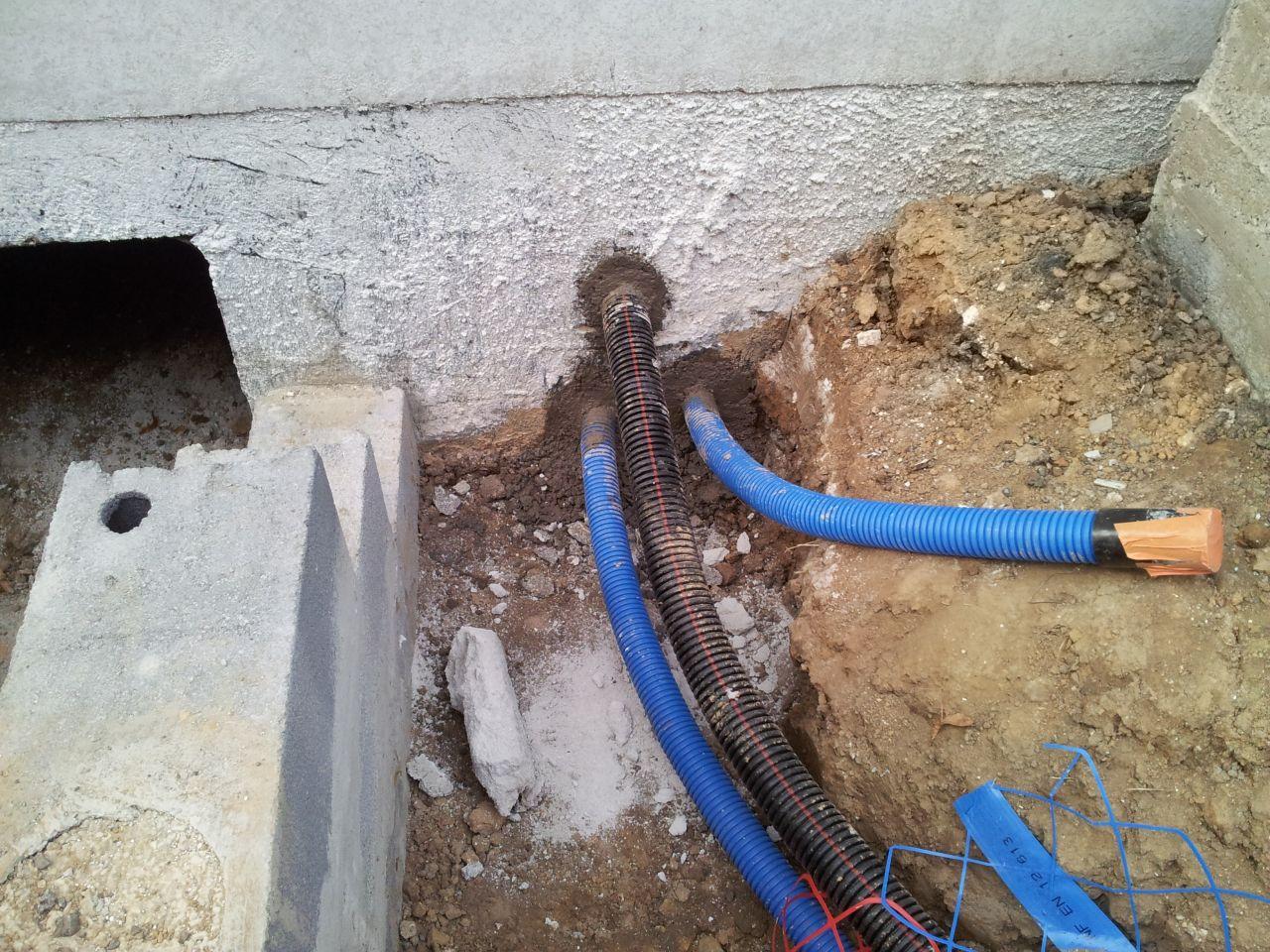 Evacuation eaux de pluie regards et tuyaux pompe for Evacuation robinet exterieur