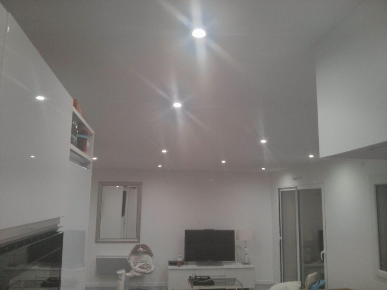 Photo clairage spots led d coration salon salle for Eclairage salle a manger led