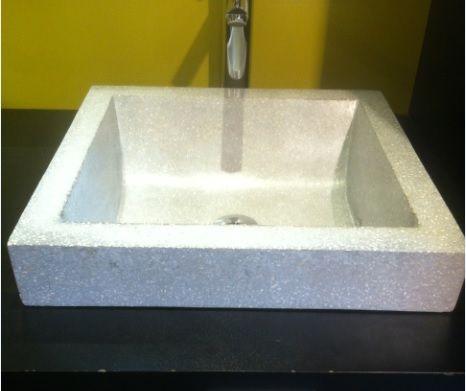 vasque de la salle de bain en pierre