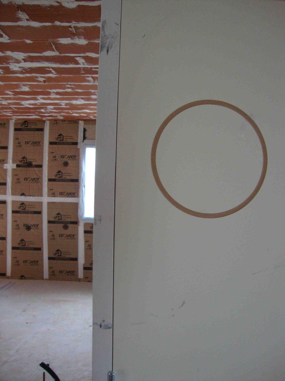 Rayures diverses sur la porte de salle de bain