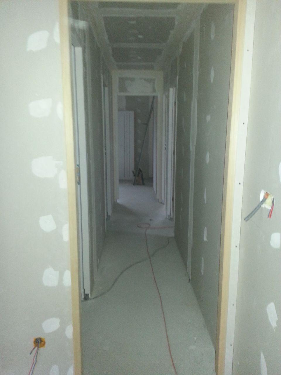 le couloir.... qui parait long mais qui ne fait que 4m....