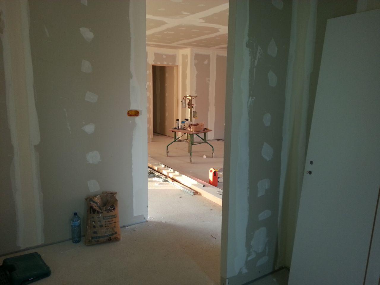 photo prise du hall d'entrée... la lumière pénètre bien les espaces