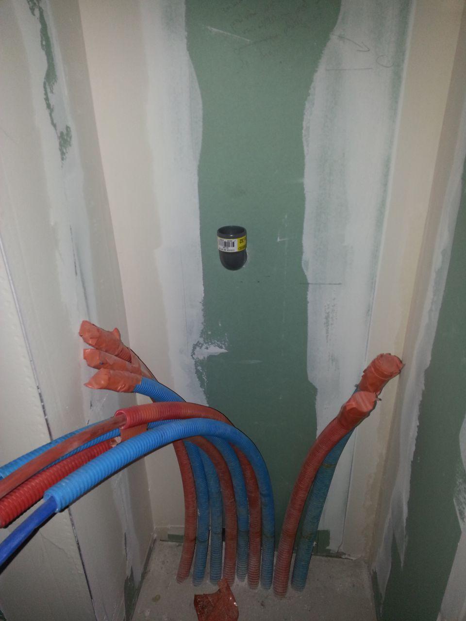 évacuation lave main du wc.... au dessus du futur collecteur secondaire
