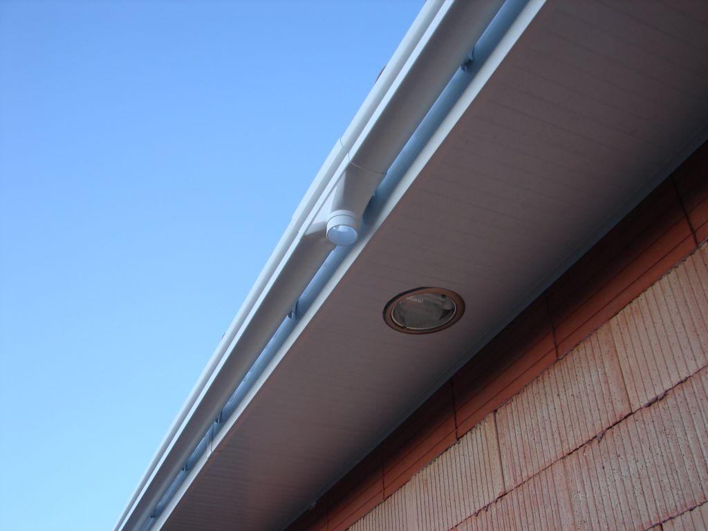 Quel spot sous proche d 39 entr e pvc 10 messages for Spot encastrable plafond exterieur