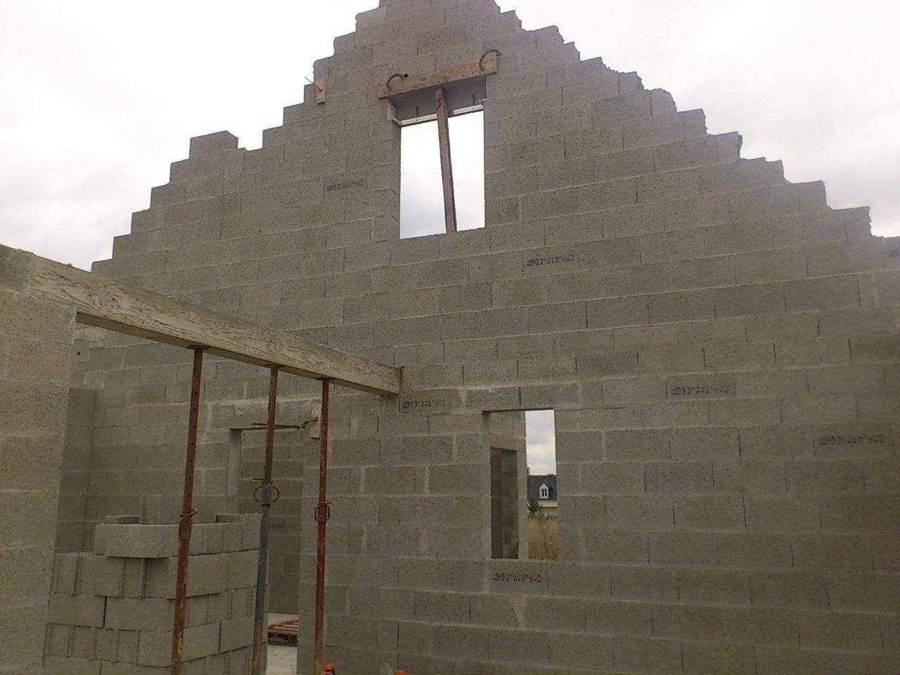 Détail intérieur : en haut, notre fenêtre de chambre et en bas, fenêtre SDB du RDC