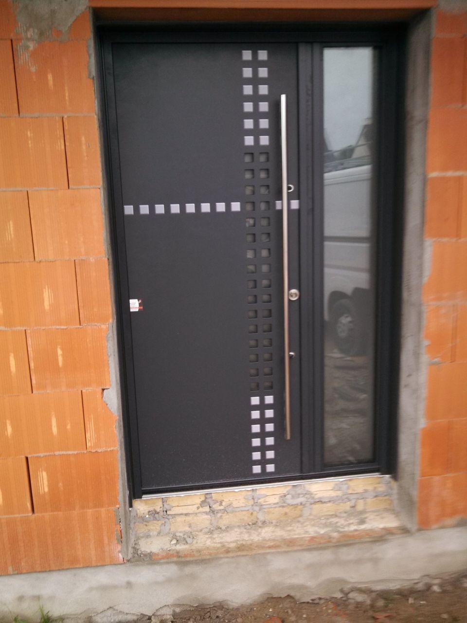 Porte d\'entrée vue de l extérieur