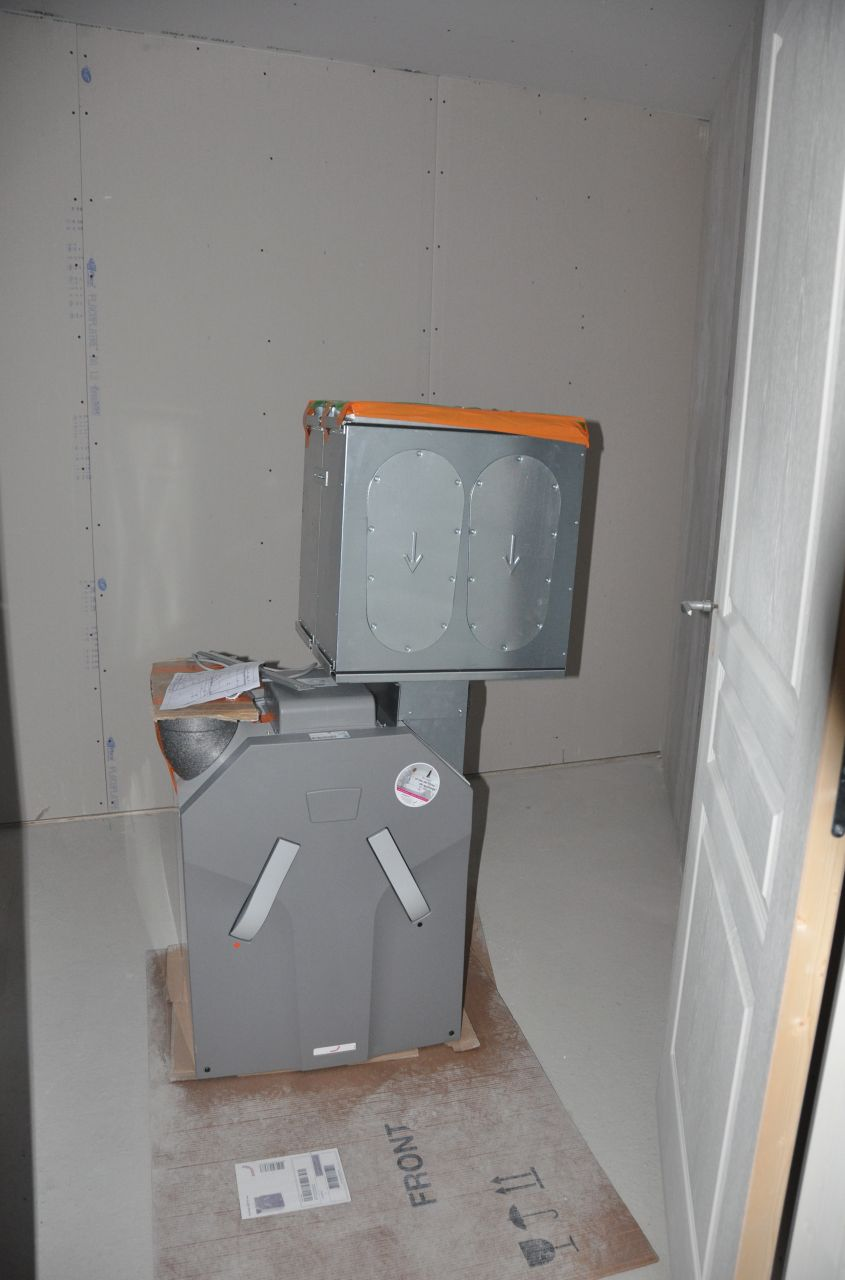 Photo vmc double flux marque zehnder avant installation chauffage climatisation maine et - Installation vmc double flux ...