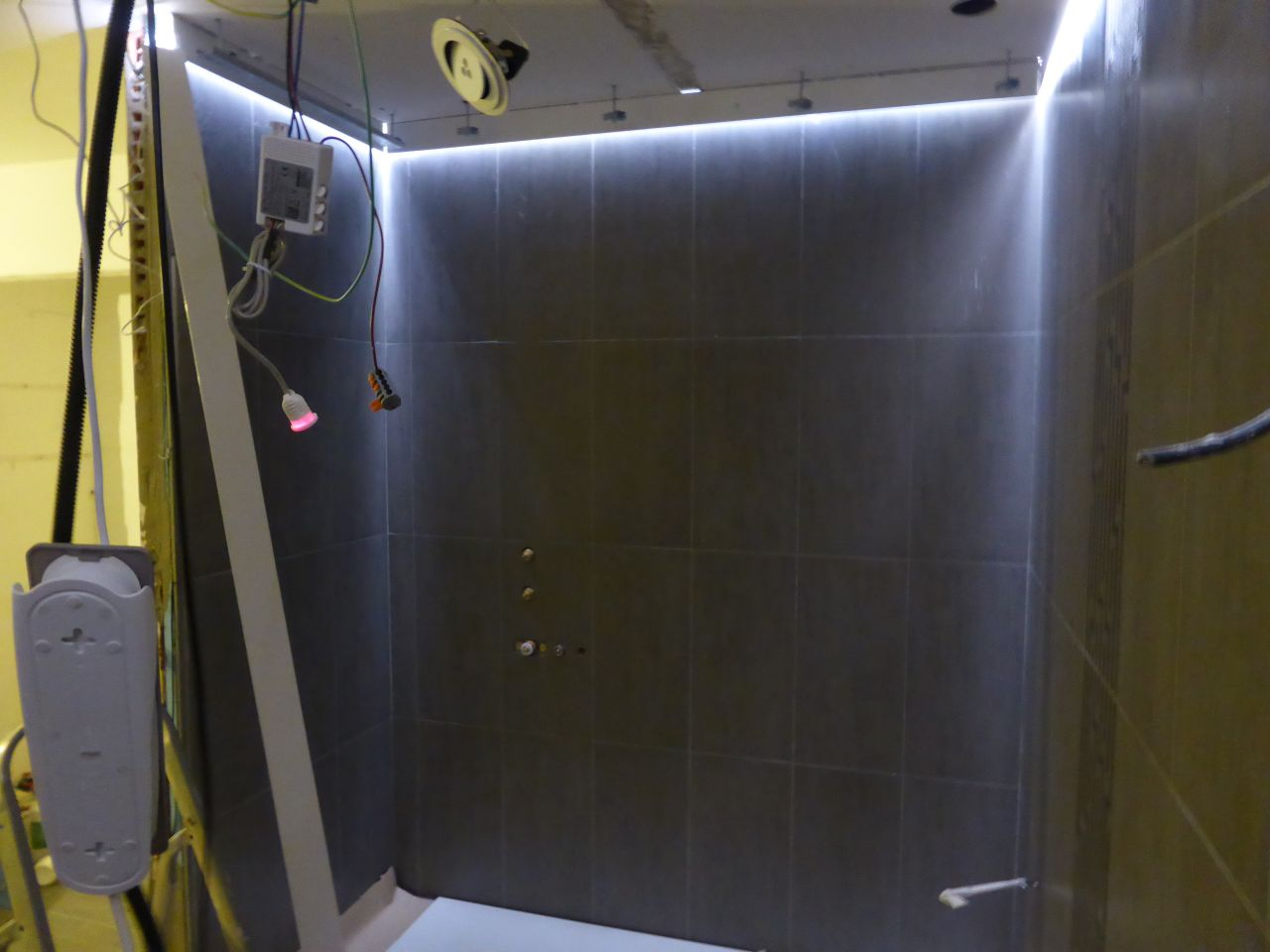 Pose des led avant faux plafond dans la sdb