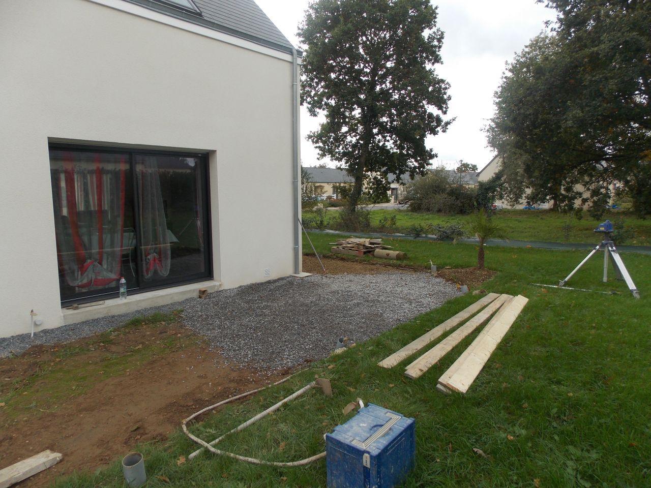 Tra age et decoupage d all e terrasse coffrage pour l for Cabanon jardin plastique