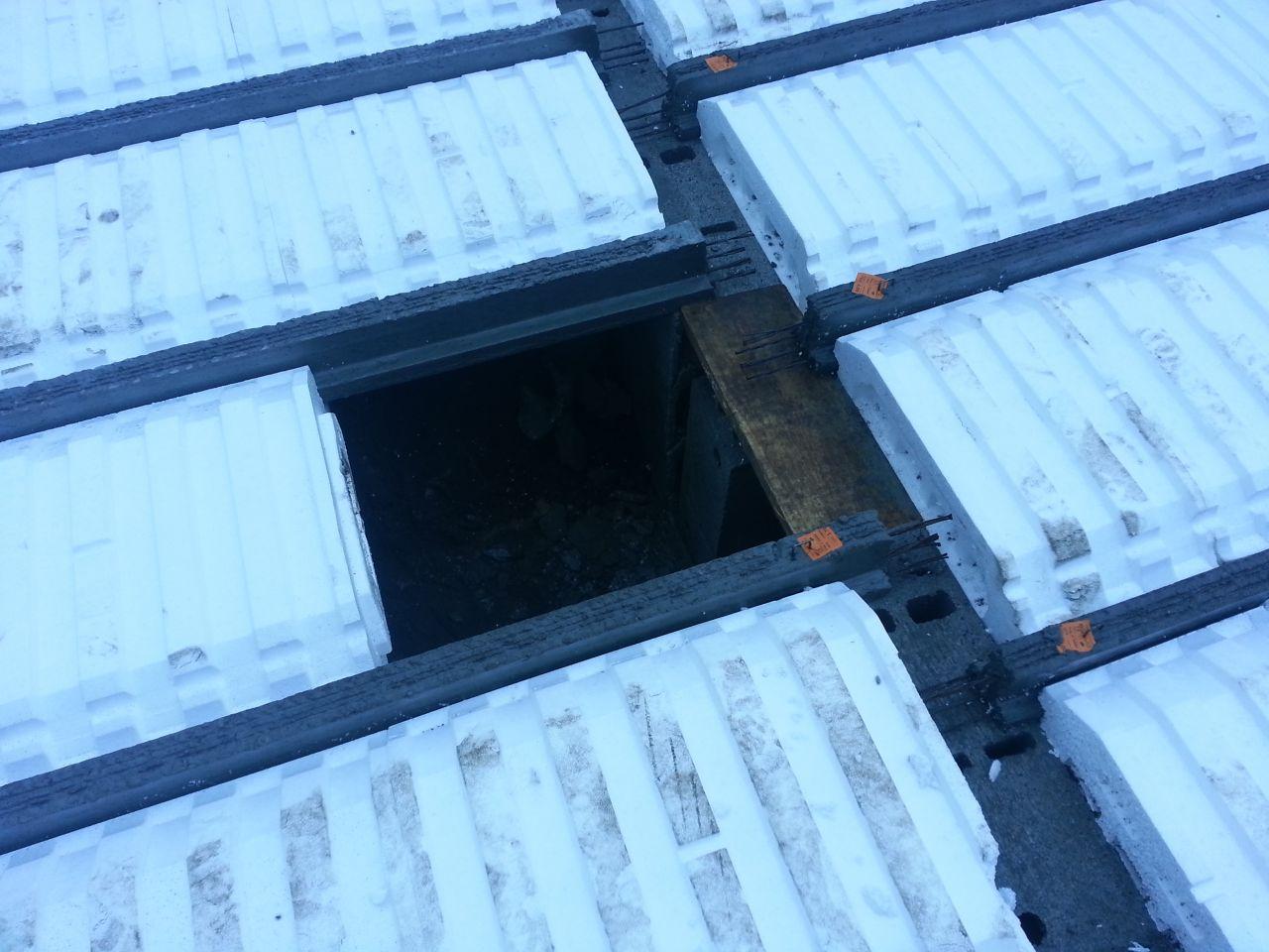 Première étape du plancher hourdis - trappe d'accès au Vide Sanitaire