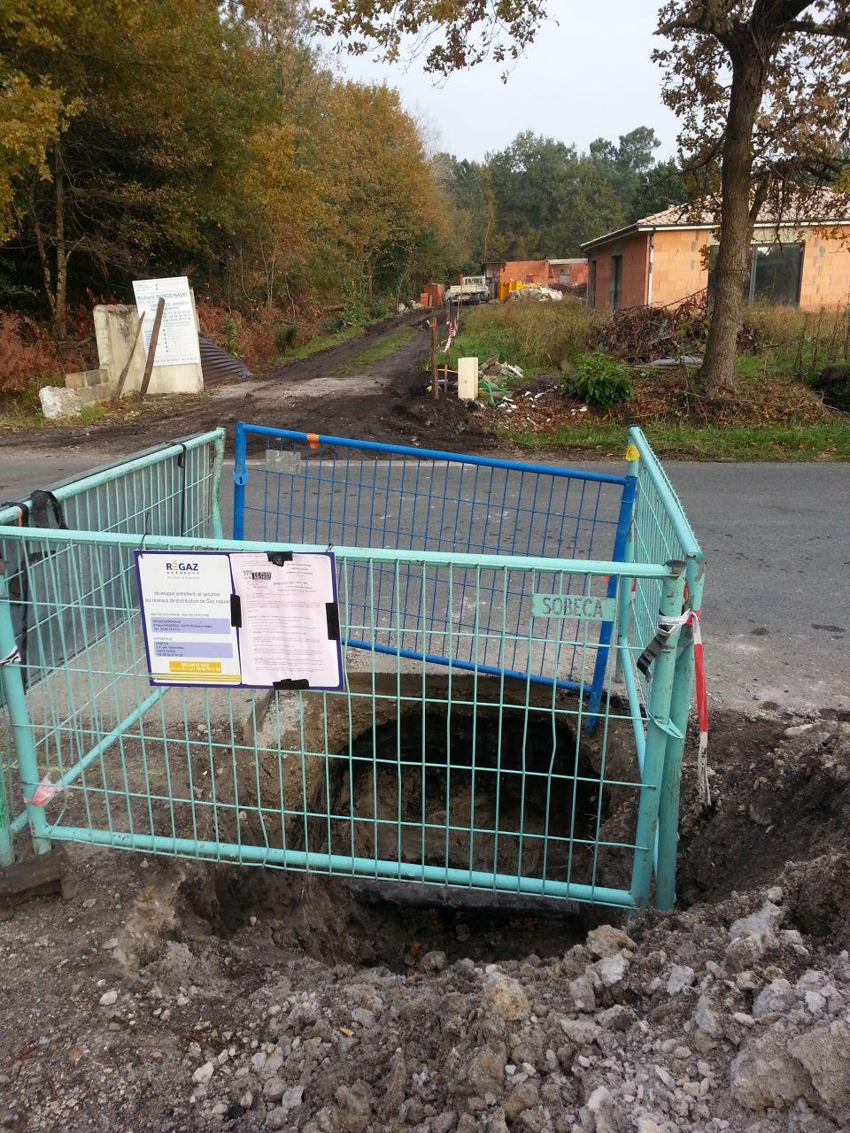 Ouverture de l'autre côté de la route et tentative de fonçage échouée