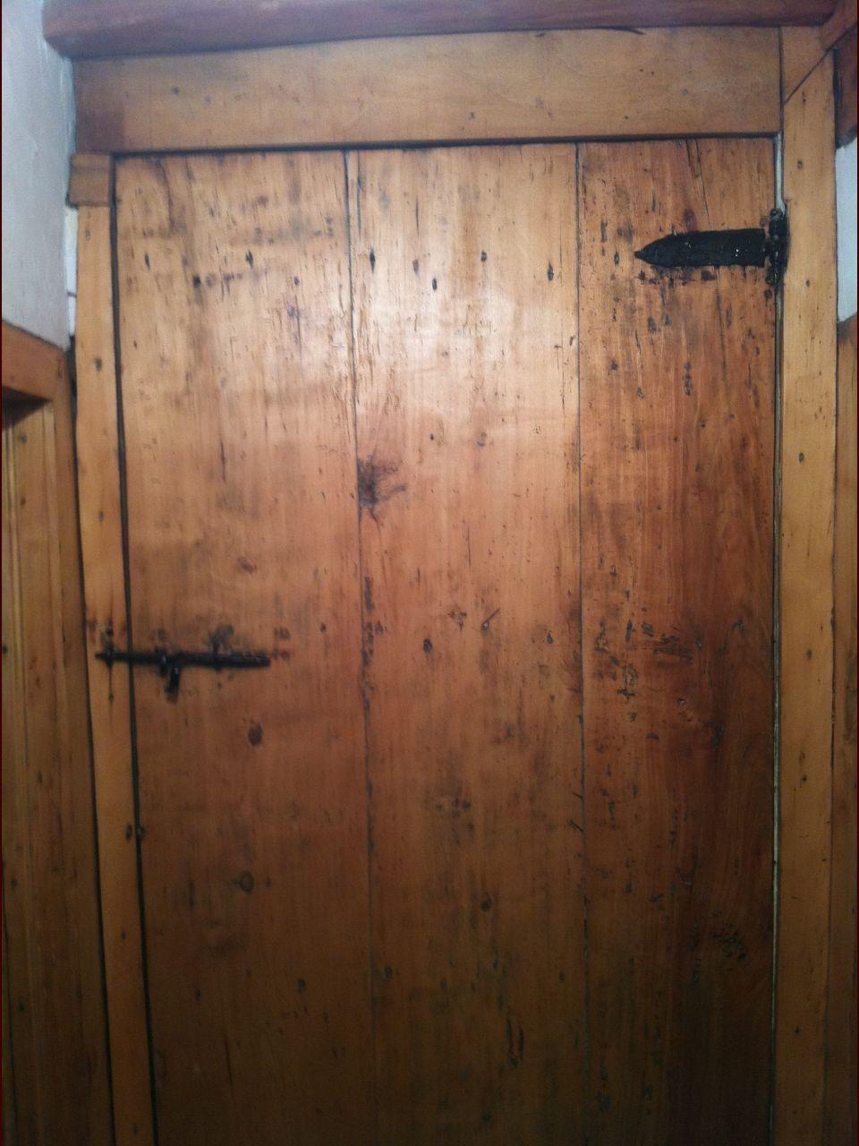 3 vieilles portes comme celle-ci dans la maison