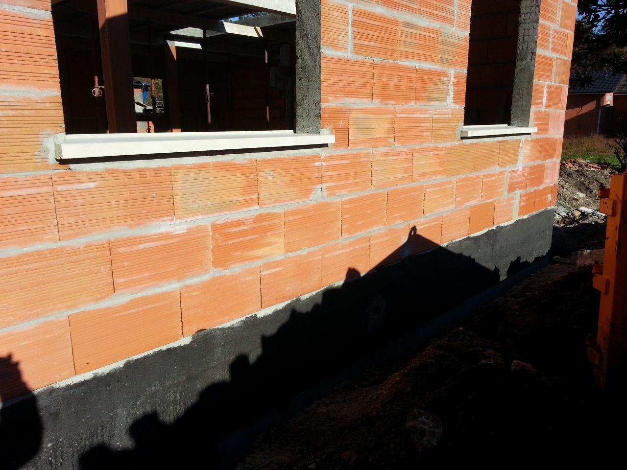 Appuis de fen tre et grilles du vide sanitaire murs for Appui de fenetre beton prix