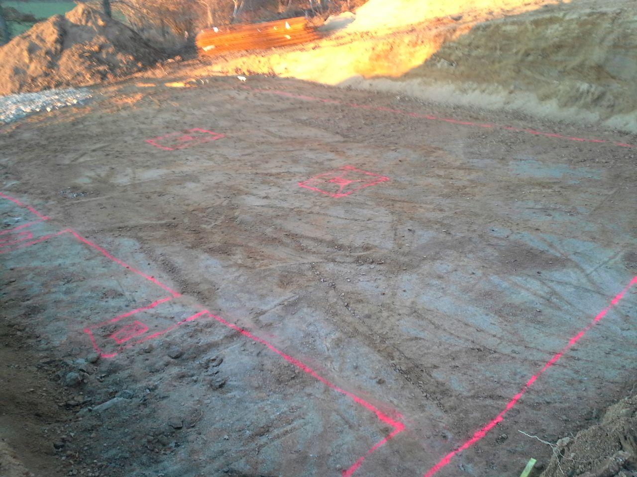 Le traçage des fouilles est effectué, si tout se passe bien elles devraient être ouvertes ce jour est les fondations coulées avant la fin de semaine;
