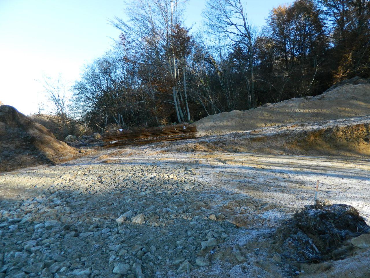 Le ferraillage a été livré et en attente d'être utilisé pour les fondations