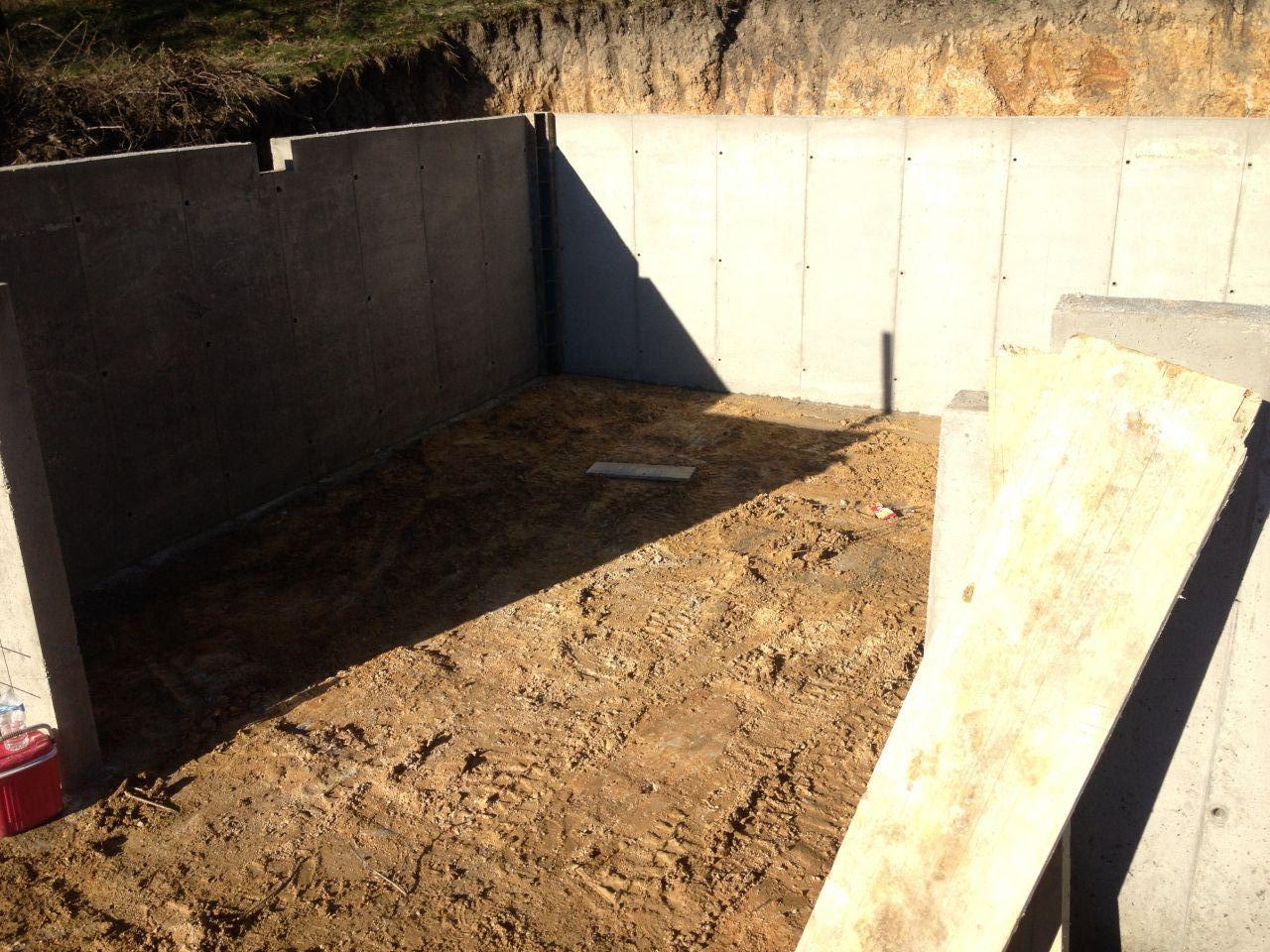 Préparation du sol au garage afin de couler le plancher.