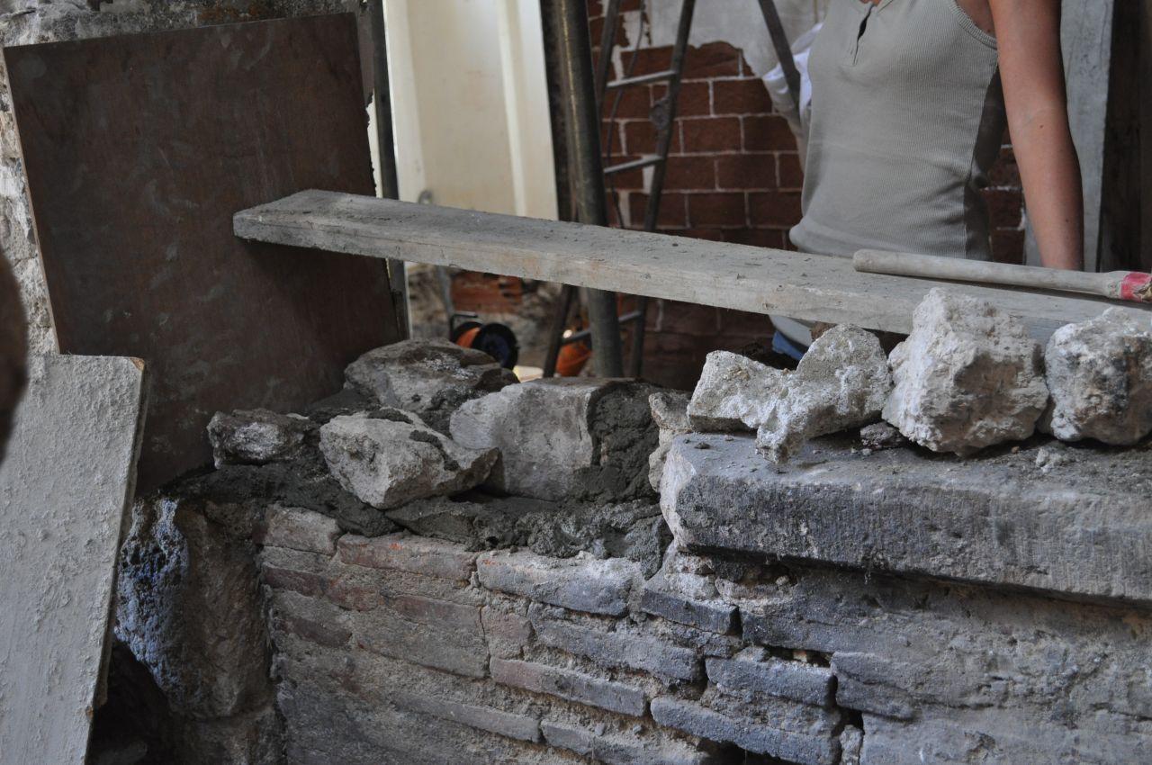 Ouverture du mur porteur en action pendant que certains for Passe plat mur porteur