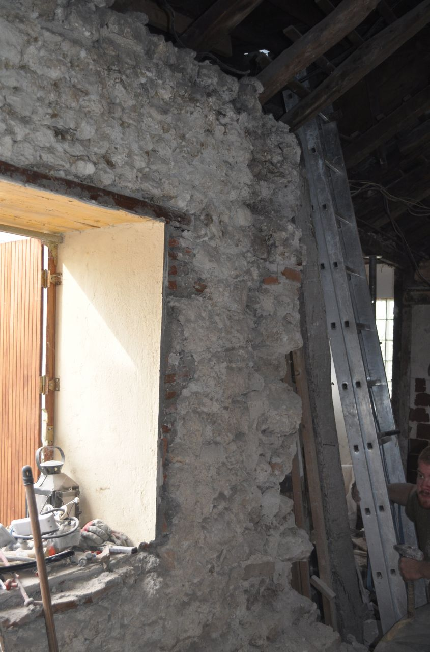 Ouverture du mur porteur en action pendant que certains for Fenetre mur porteur