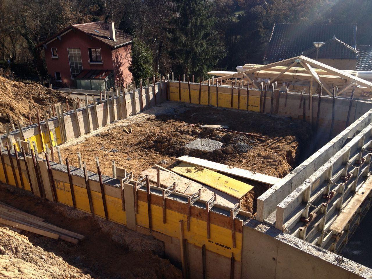 L'élevation du vide sanitaire avec au milieu le poteau porteur du plancher.