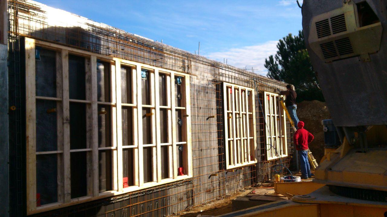 les cadres des fenêtres façade sud
