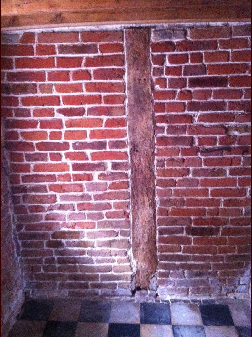 Le vieux mur qui ne sert à rien mais qui est joli quand même...