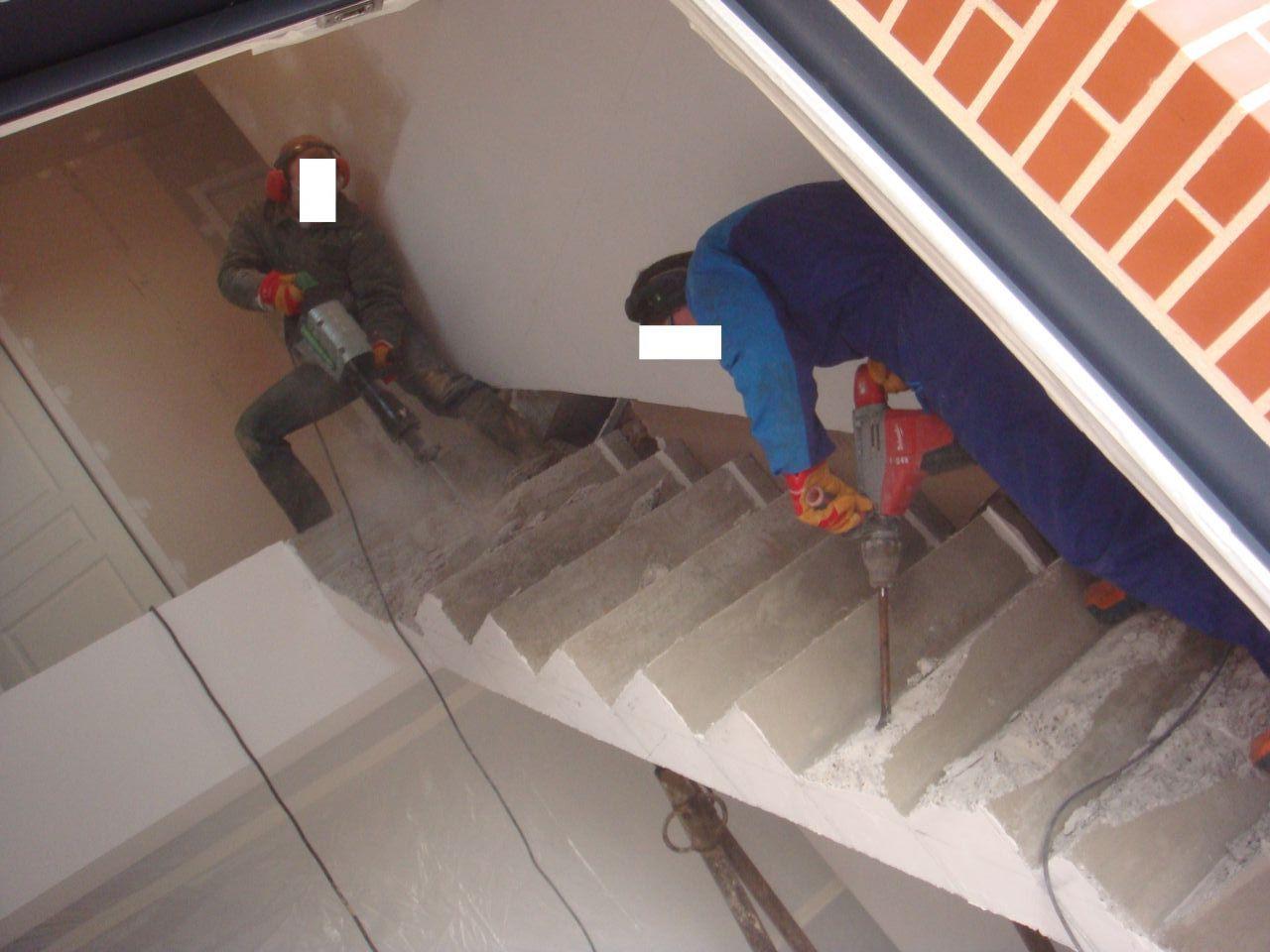 Démolition de l'escalier béton car celui-ci n'était pas aux normes et très dangereux à l'utilisation