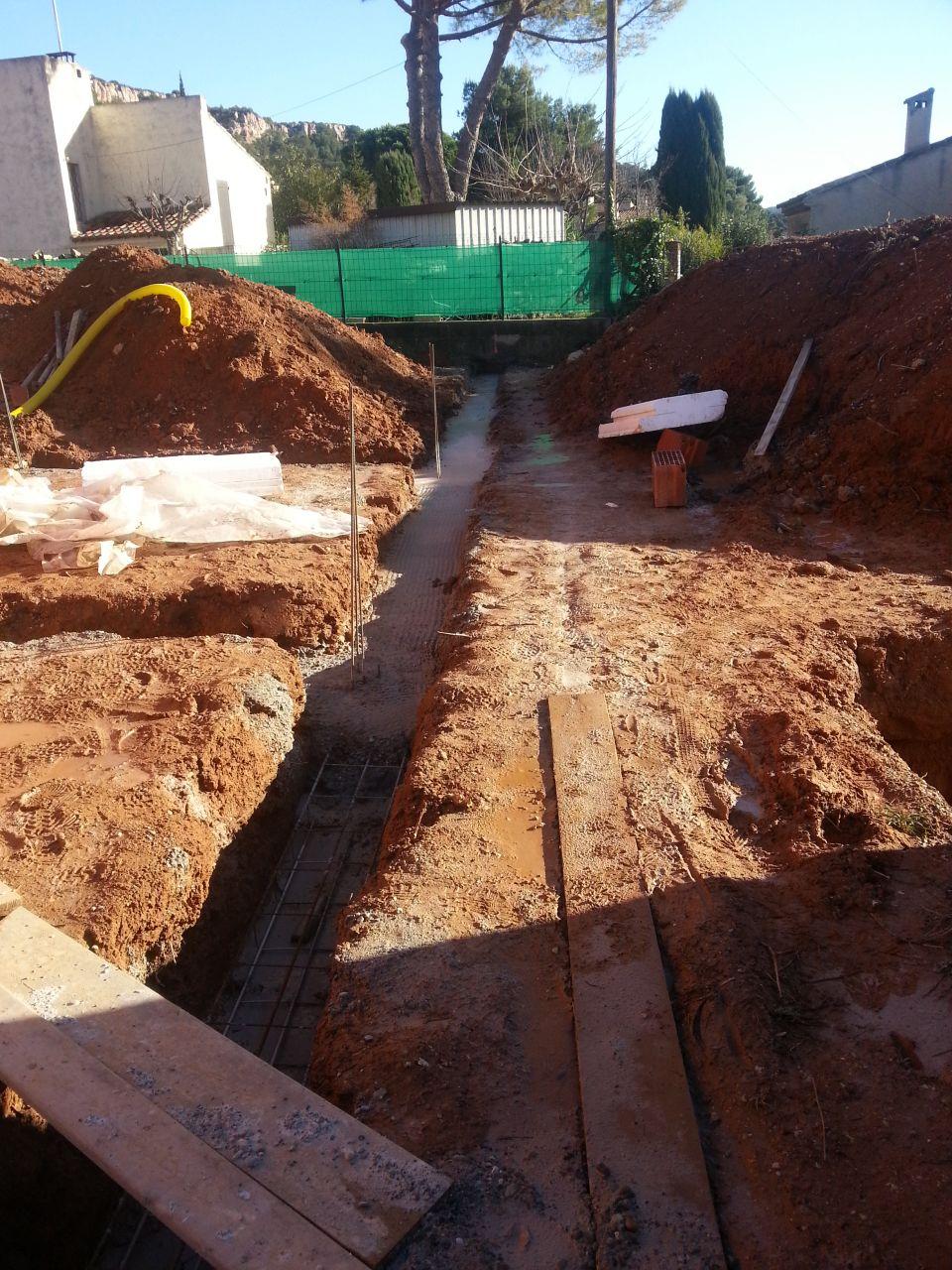 Photo coulage fondation garage du voisin et mur mitoyen for Construction mur mitoyen