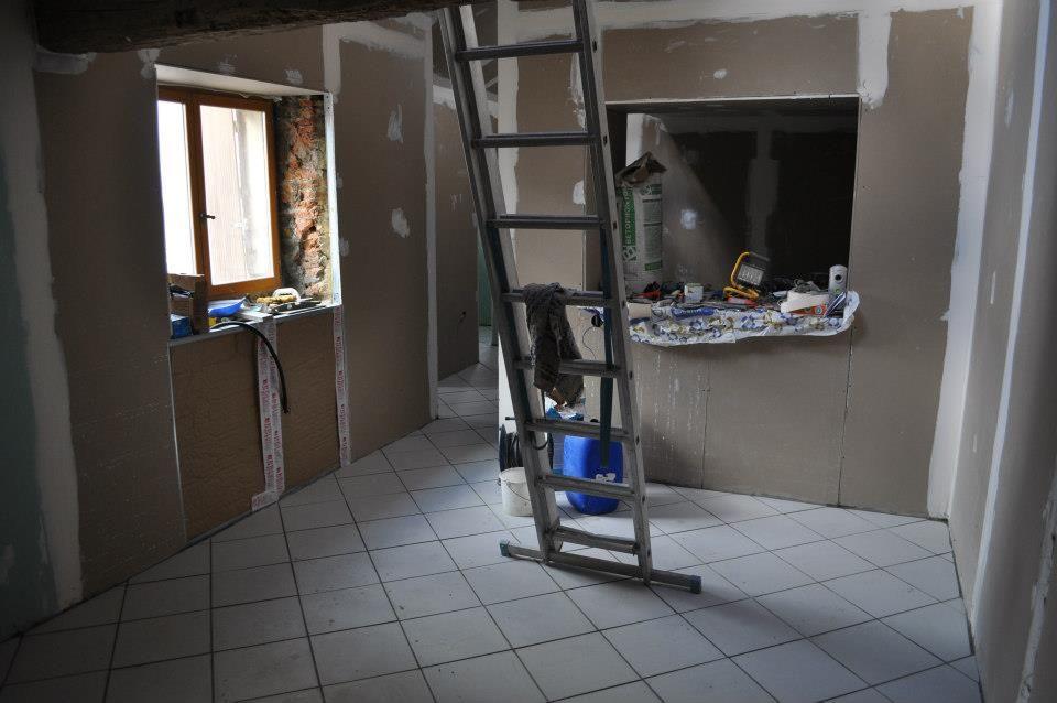 mur mitoyenne isolant puis c 39 est partie pour le placage passons au r agrage et carrelage. Black Bedroom Furniture Sets. Home Design Ideas