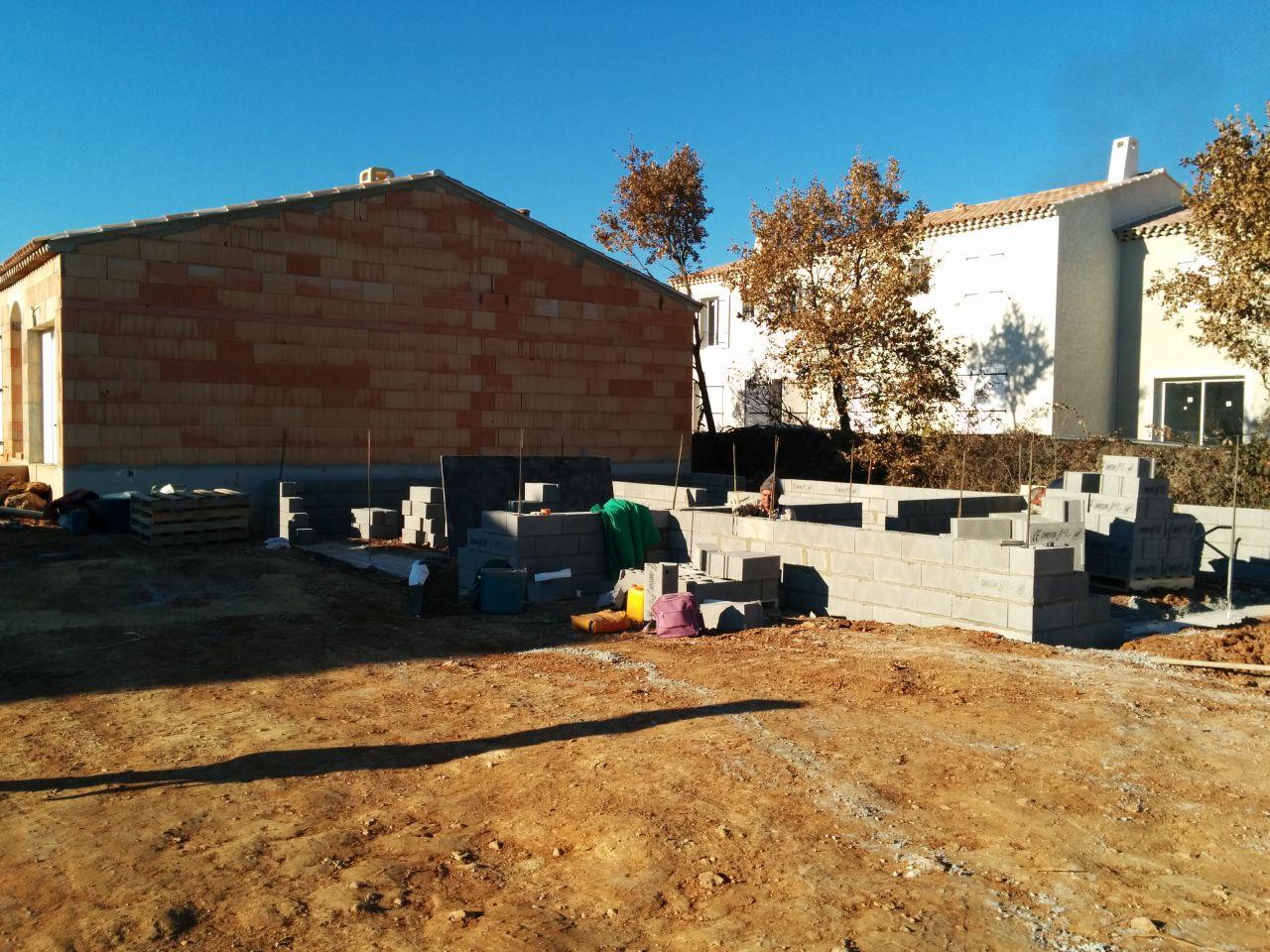 Les fondations sont coulées, et le vide sanitaire commence à monter