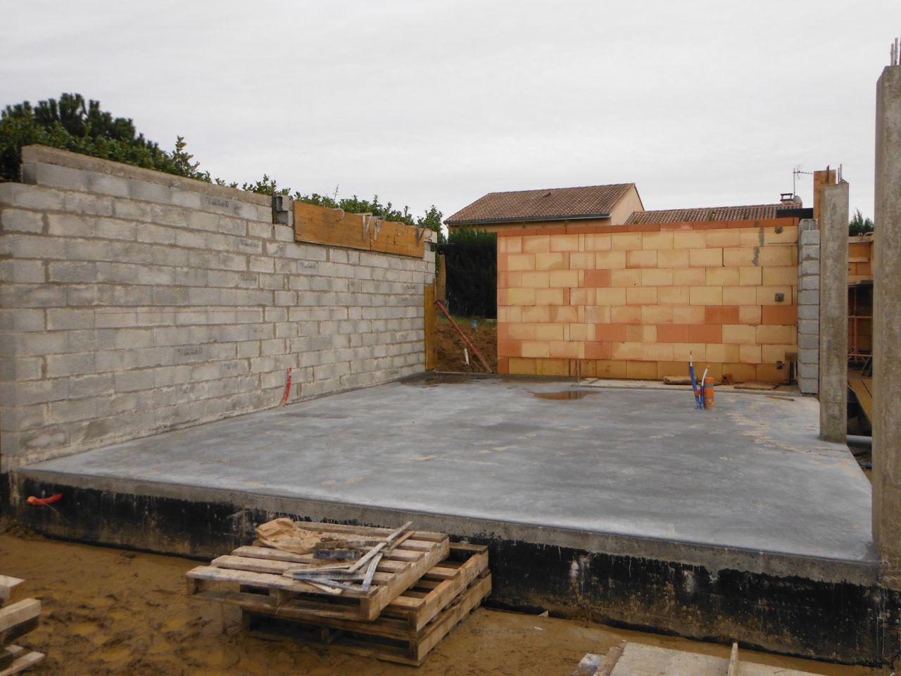 élevation des murs du garage et de l'abri de jardin