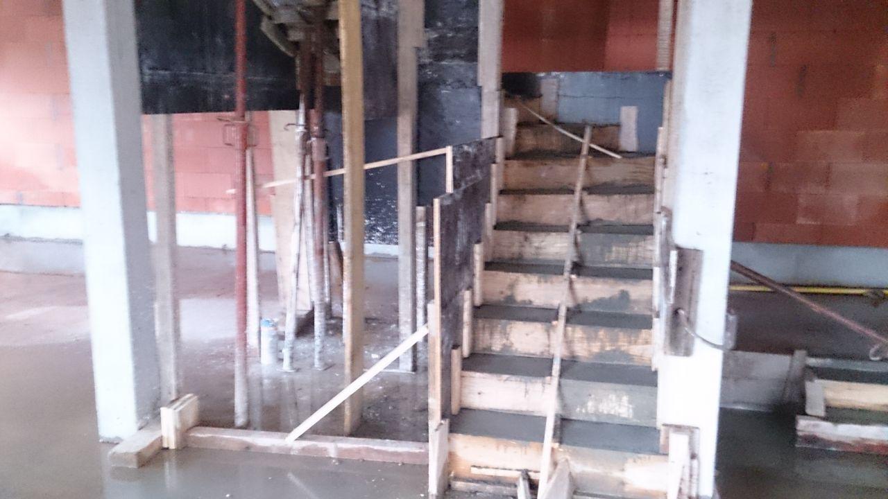 Découper des marches en bois pour coller sur un escalier béton  18  ~ Coller Bois Sur Metal