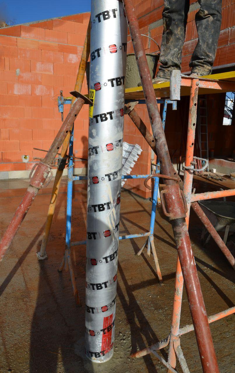 Realisation du pilier de la terrasse en béton
