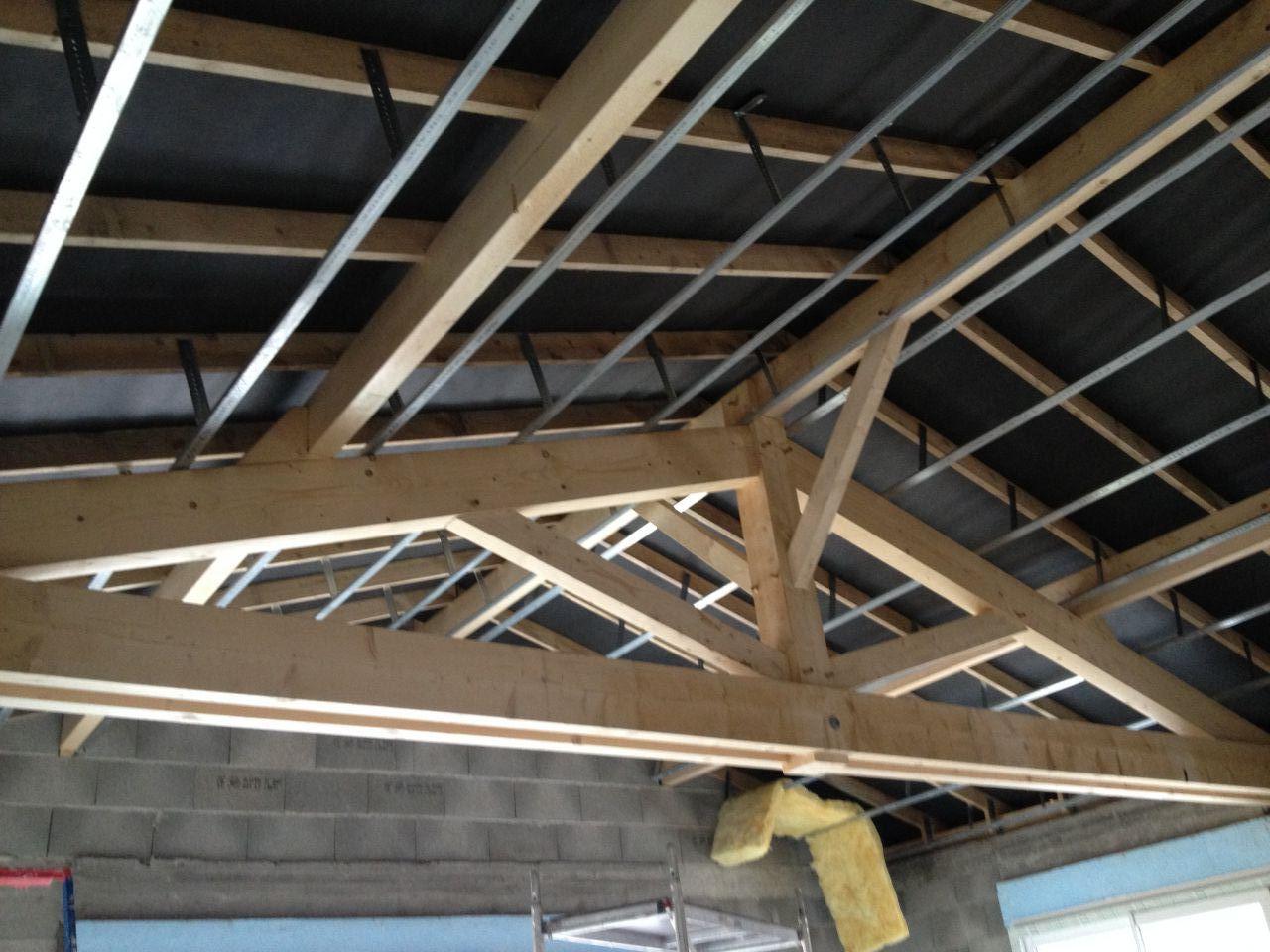Rails du placo au plafond.