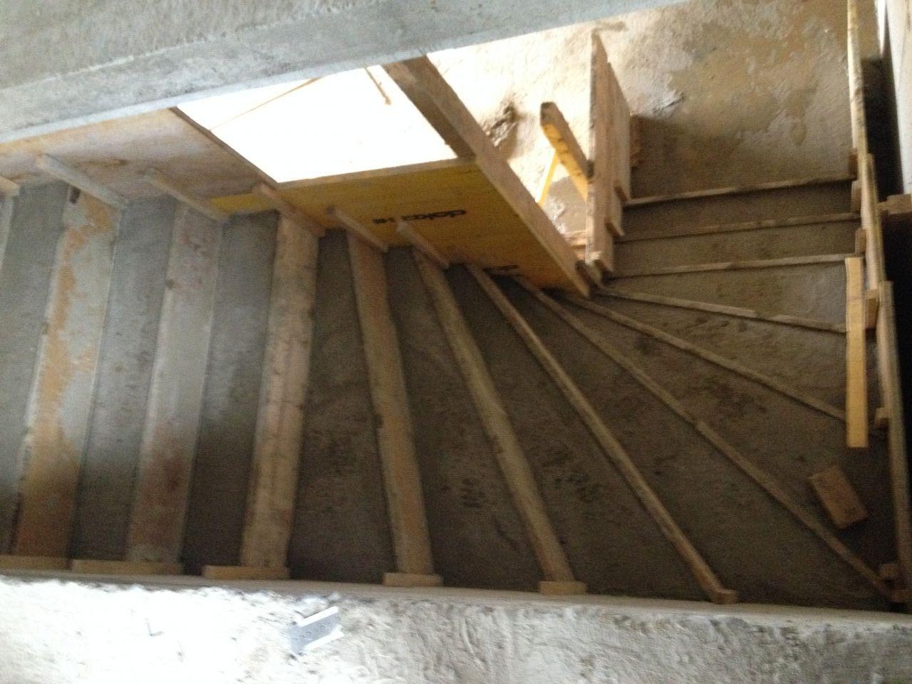 Les escaliers après une journée de séchage.