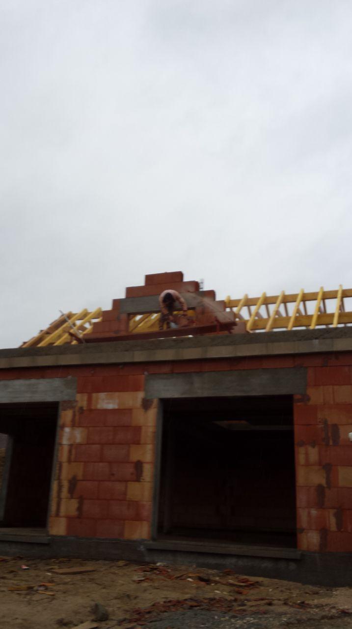 arasement des briques le long de la charpente