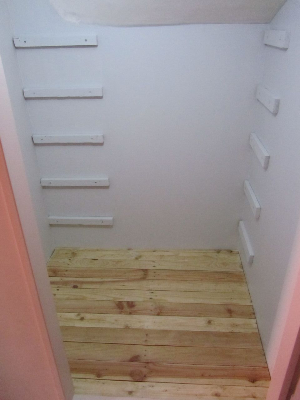 phase 34 portail portillon deco placards deco placard sous escalier pour les chaussures. Black Bedroom Furniture Sets. Home Design Ideas