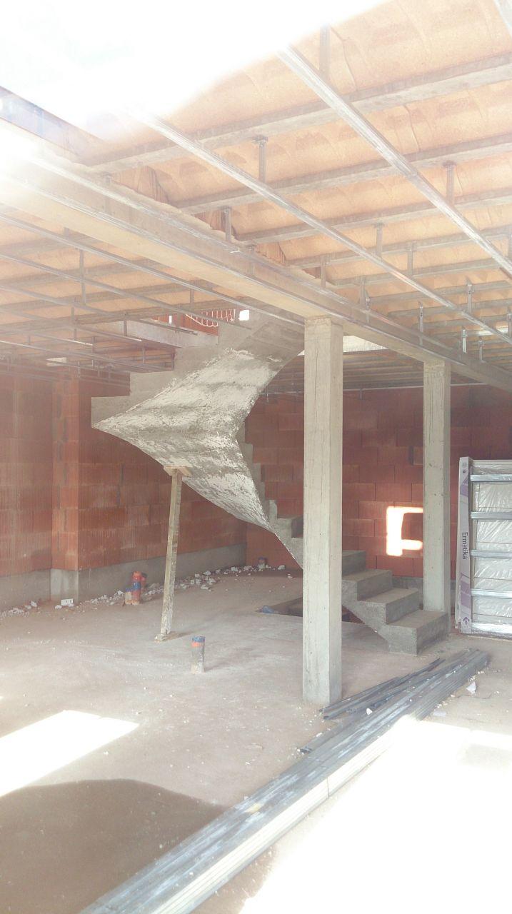 Marche en bois pour escalier beton free escalier suspendu for Marche piscine beton