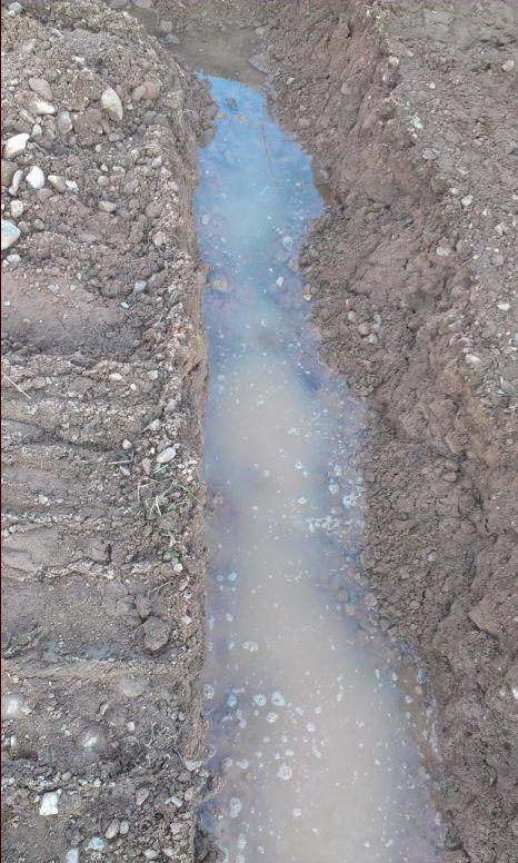 Un peu d'eau dans les rigoles des fondations.