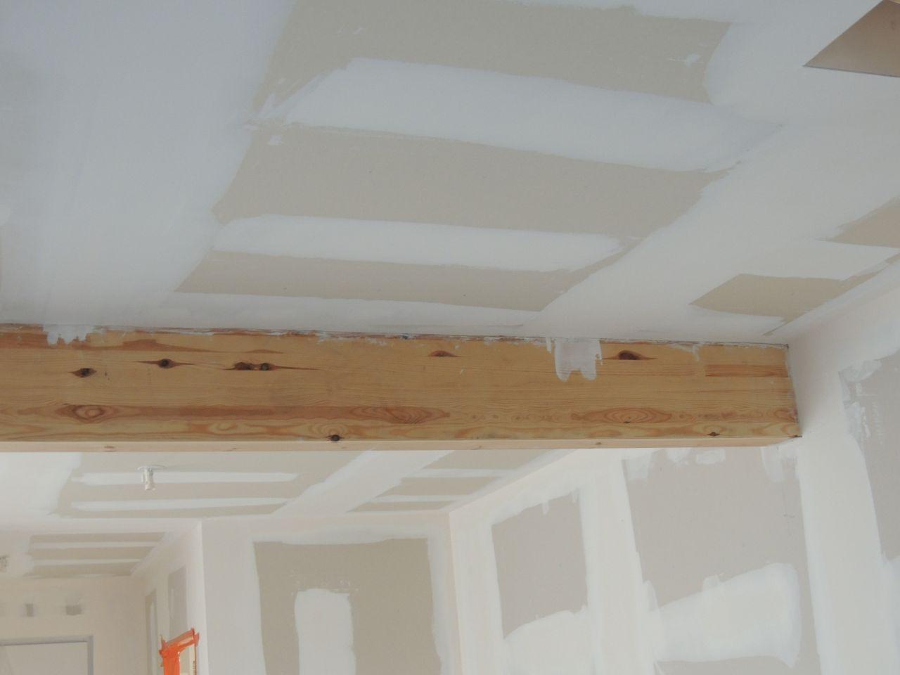 cloisons du plafond et poutre enduite dans la foulée