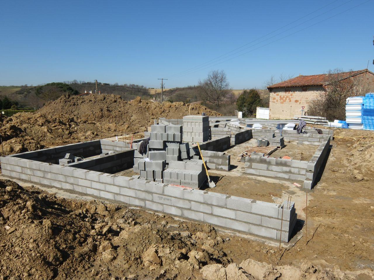 Tracage et ouverture des fouilles fondations vide sanitaire vieillevigne - Ouverture vide sanitaire ...