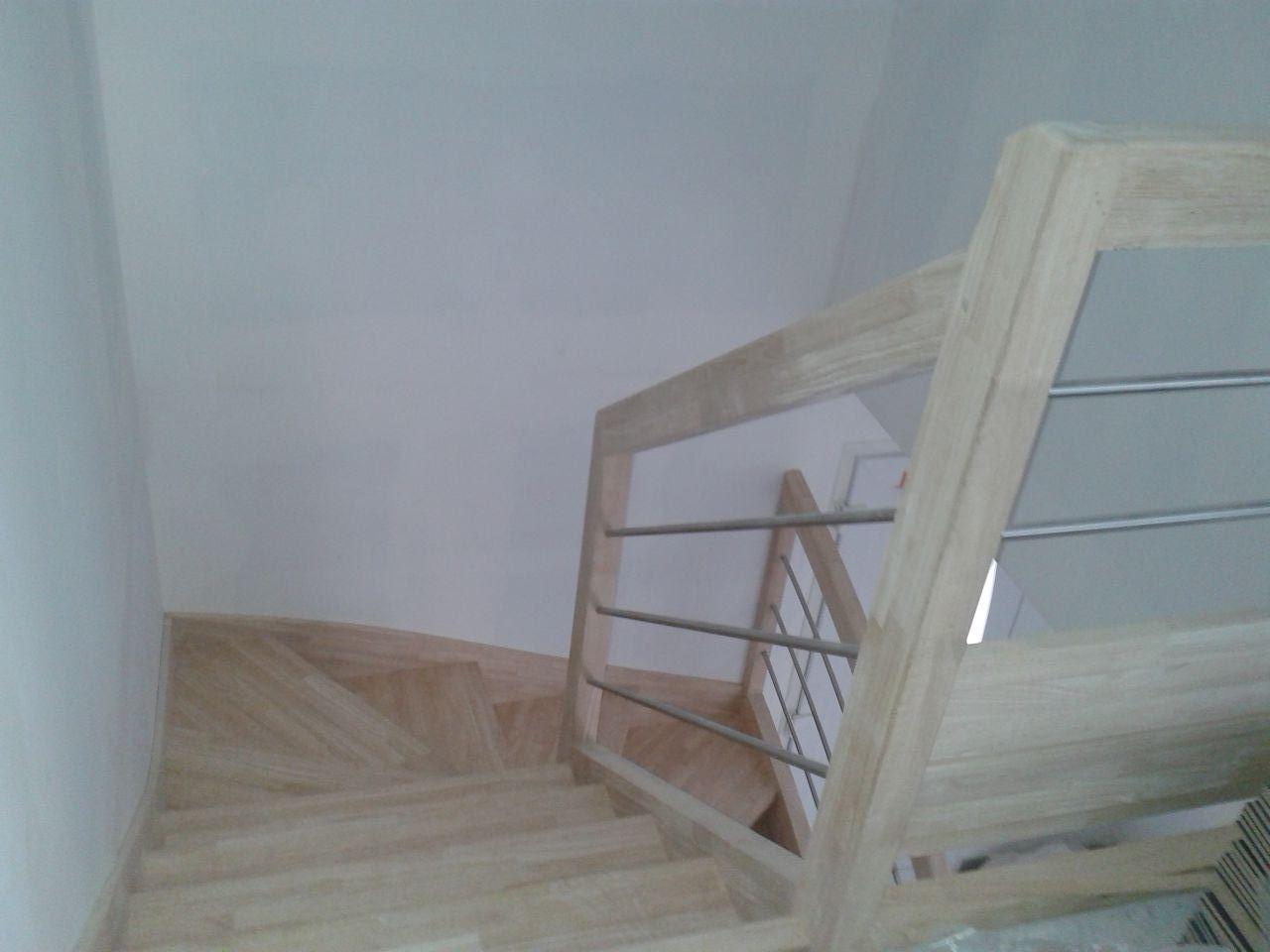 Joints de placo termin le 27 02 2014 empierrement fait le 24 02 14 pose de la baignoire et for Peinture escalier vitrifie