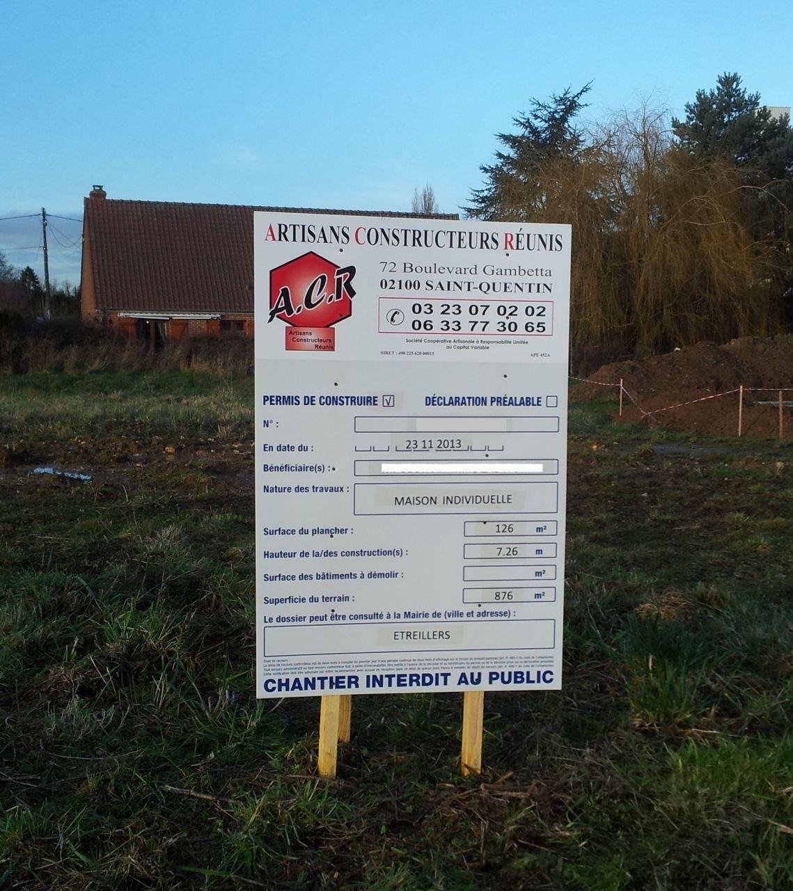 Jeudi 16 janvier, ça y est le permis de construire est affiché sur notre terrain.