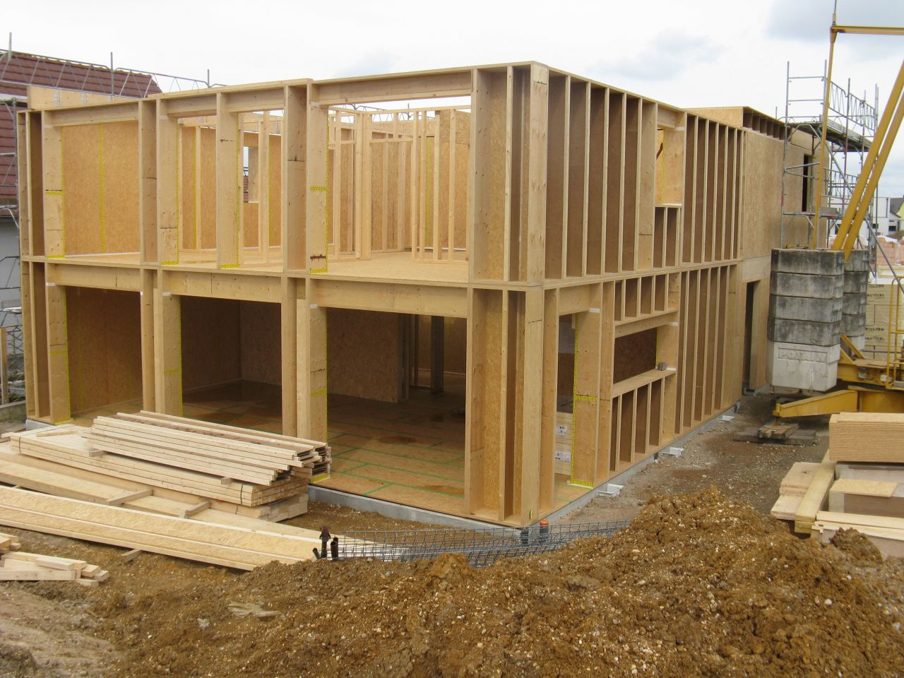 Au bout de deux semaines de montage de l'ossature bois, l'étage est en place.