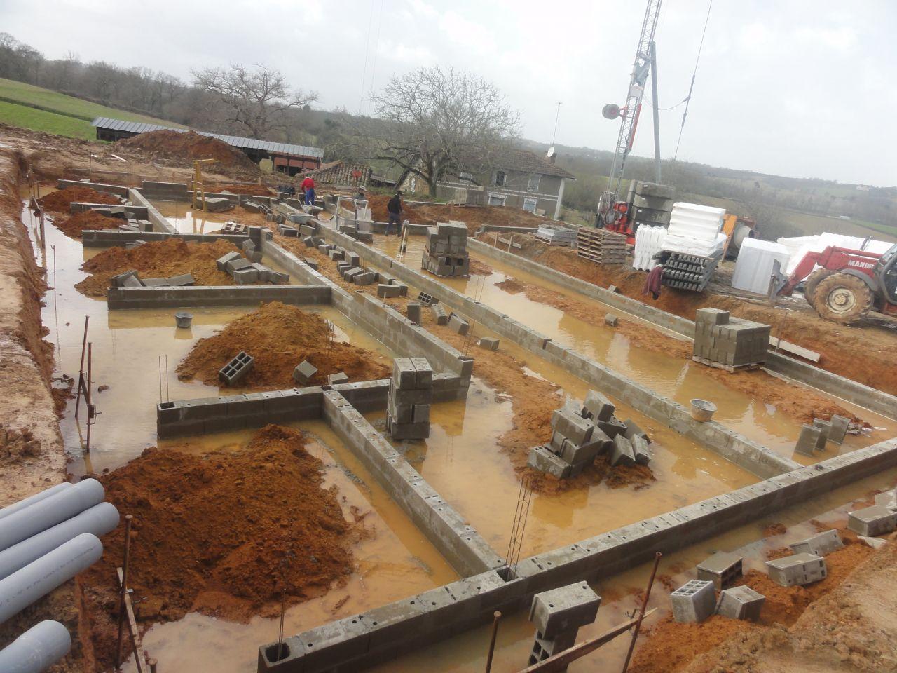 Les fondations de la maison et des terrasses, sous le mauvais temps